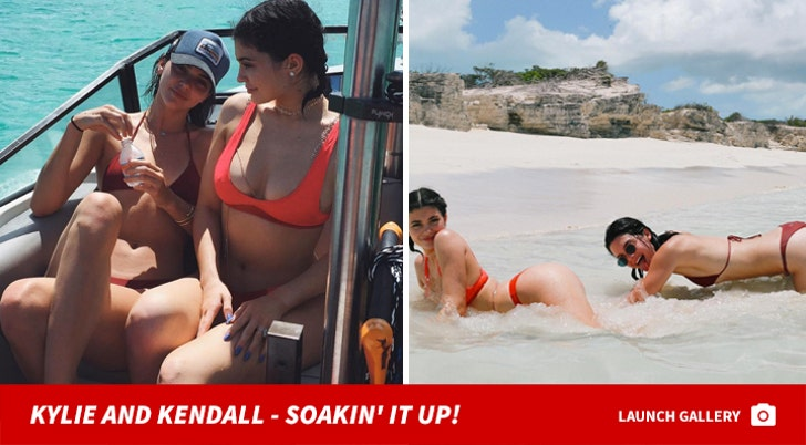 Kylie and Kendall - Soakin' it up!