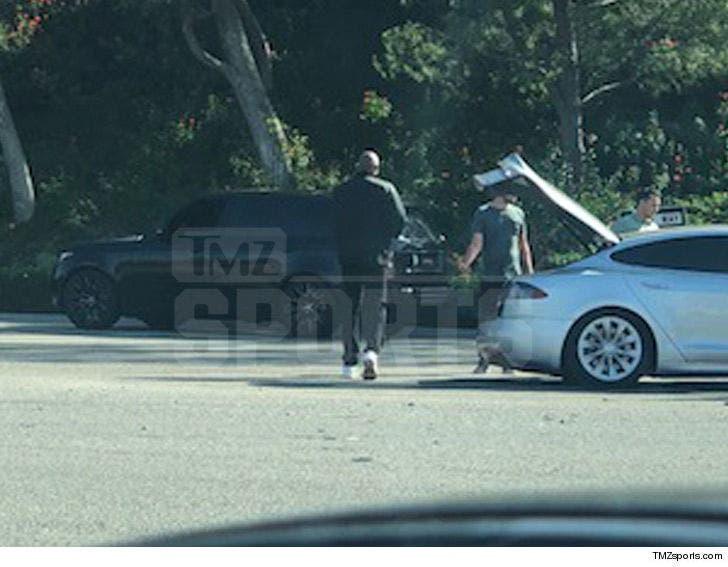 Kobe Bryant Rushes to Car Crash, Plays Good Samaritan