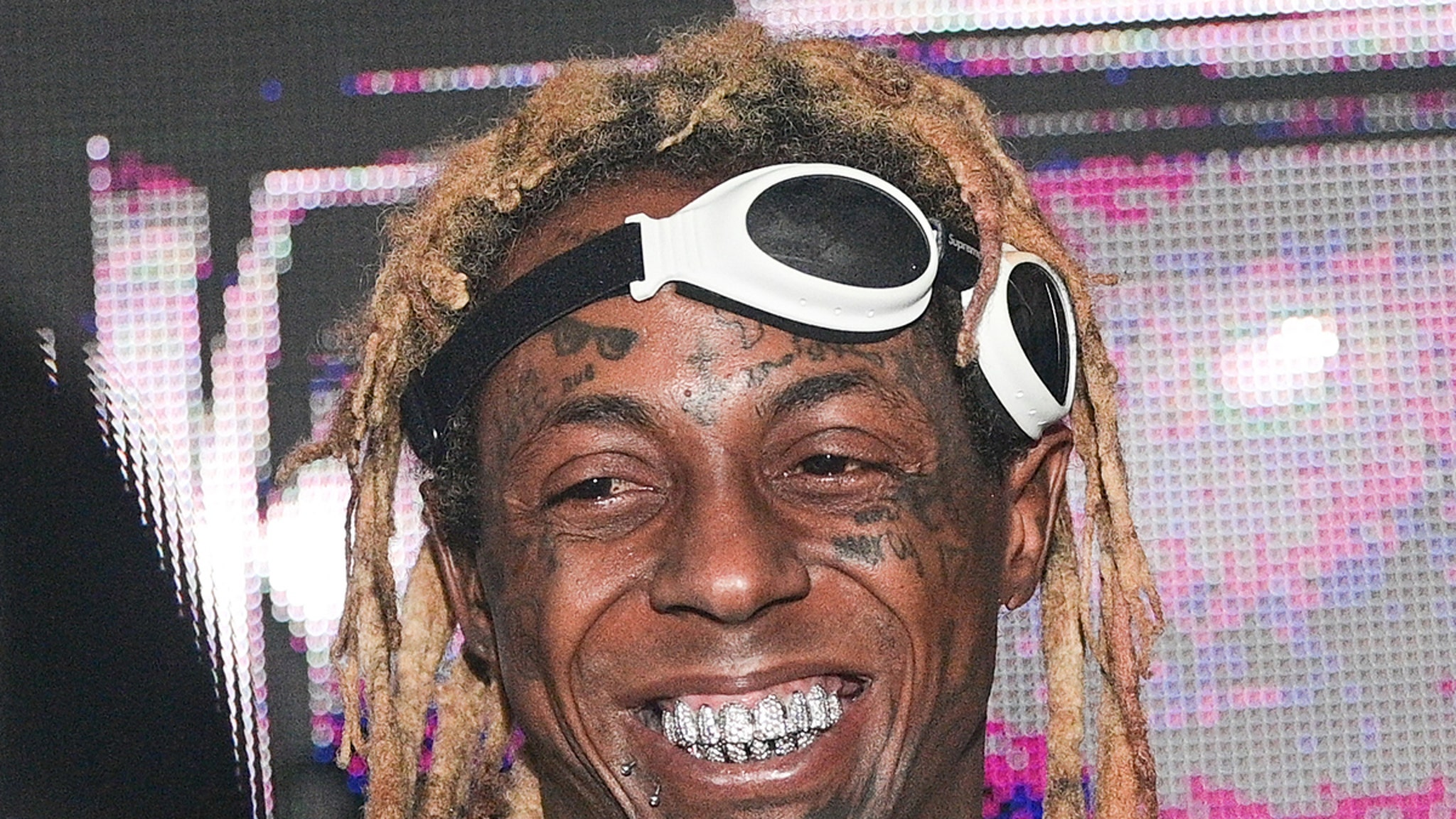 Lil Wayne Offered to Financially Take Care of Ex-Cop Who Saved His Life thumbnail