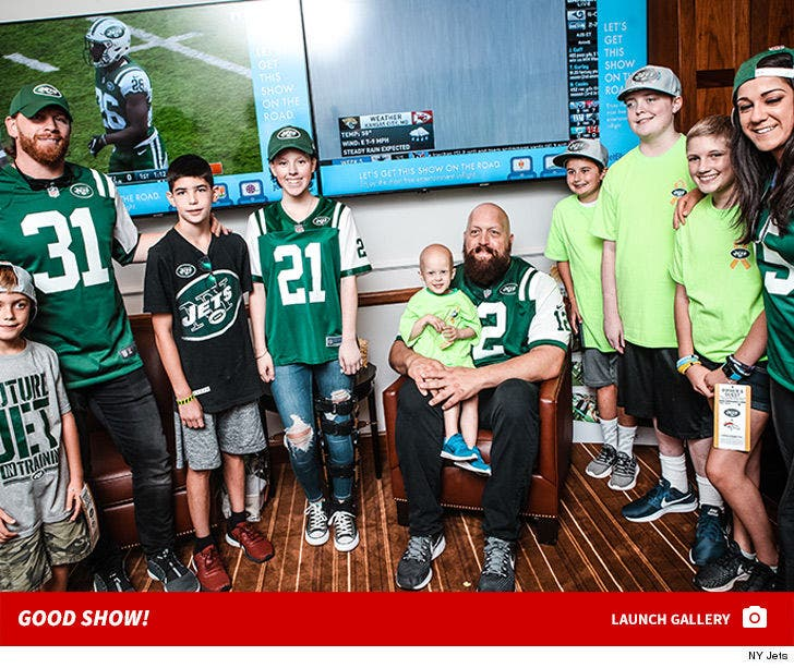 huge selection of e7c47 309d2 WWE's Big Show Hits NY Jets Game, Helps Kids Fight Cancer