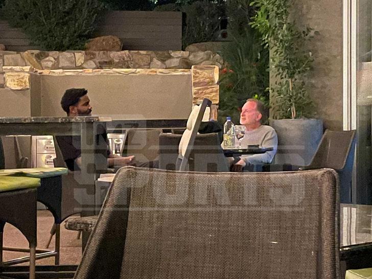 DeAndre Ayton Meets W/ Suns Owner At Fancy AZ Resort Amid Contract Feud.jpg