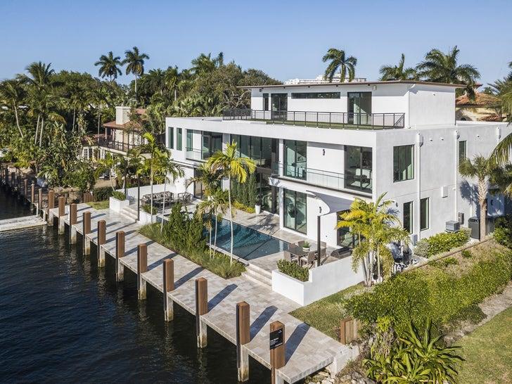 Maurkice Pouncey's Sick Waterfront Florida Mansion