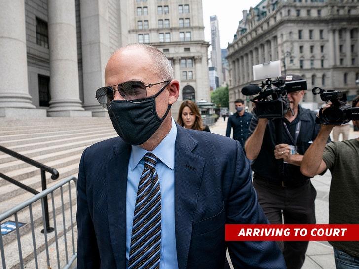 michael avenatti arriving to court