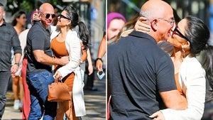 Jeff Bezos, GF Lauren Sanchez Pack On PDA on NYC Walk