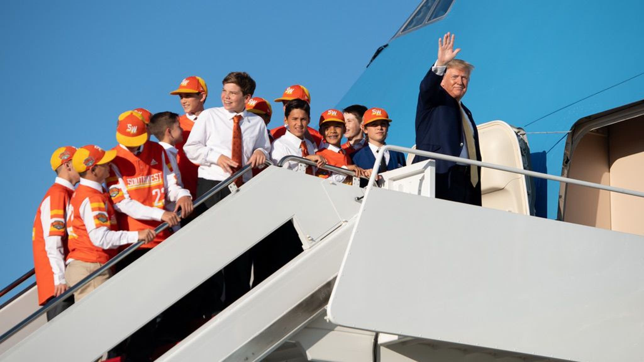 Donald Trump Gives Little Leaguers Air Force One Lift After White House Visit