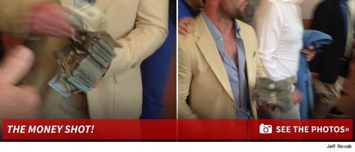 Wes Welker -- PASSIN' OUT $100 BILLS ... After Huge Kentucky Derby Victory