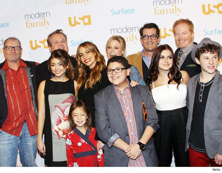 modern family\u0027 kills off significant character on halloween Modern Family Intro