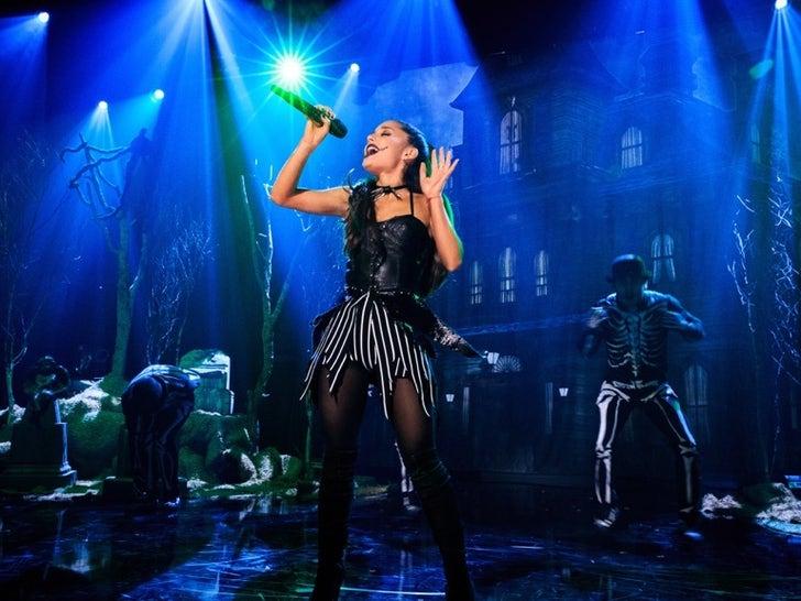 Ariana Grande's Performance Photos