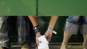 Women Fight Over Toilet Paper in Australia Amid Coronavirus Fears