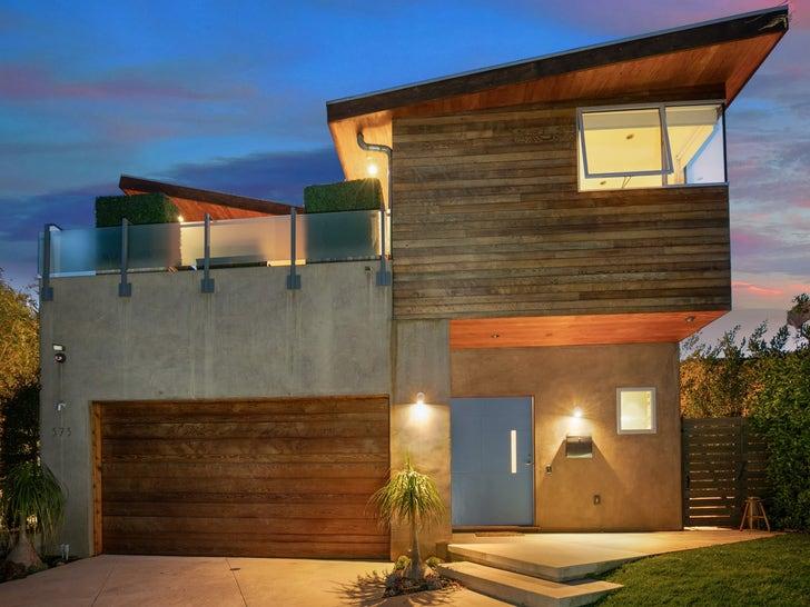 Jennifer Love Hewitt Lists Her Pacific Palisades Home