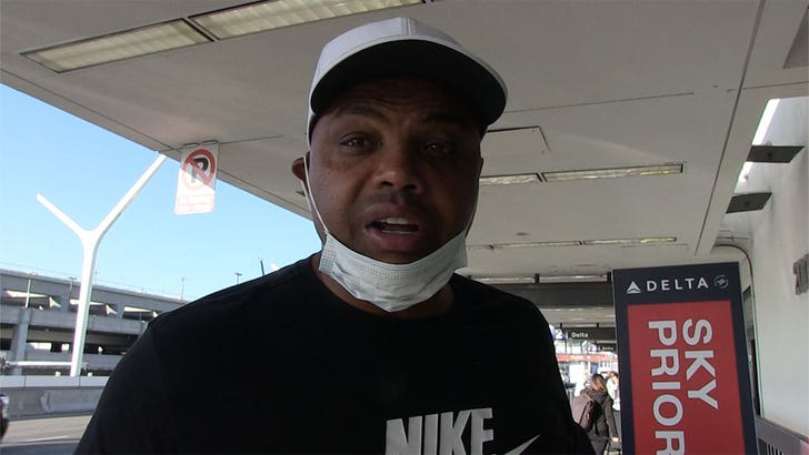 Charles Barkley Says he Has No Beef W/ Kenny Smith After Vaccine Debate.jpg