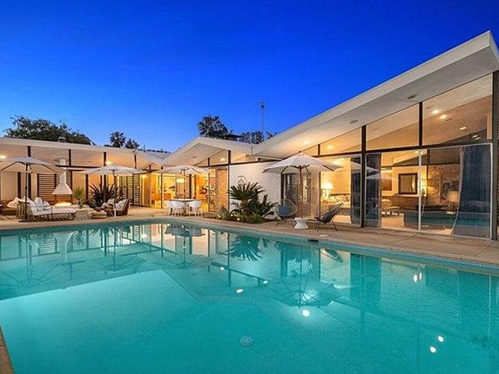 Julie Bowen Sells HWood Hills Home