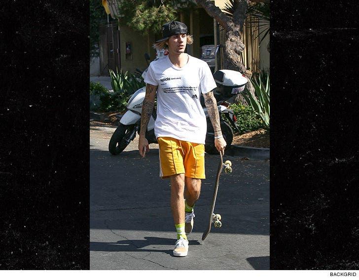 a1672608c Justin Bieber Skateboarding Through New Neighborhood