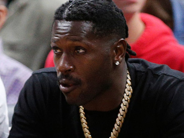 Antonio Brown arrives at jail after turning himself in to police
