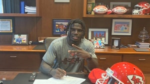 Tyreek Hill Signs $54 MILLION Extension With Chiefs After Child Abuse Probe