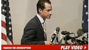 Weiner Heckled as He Resigns From Congress