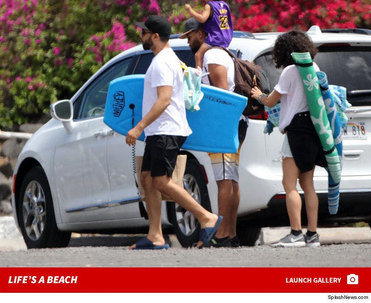 Jussie Smollett -- Happy on Hawaii Vacation