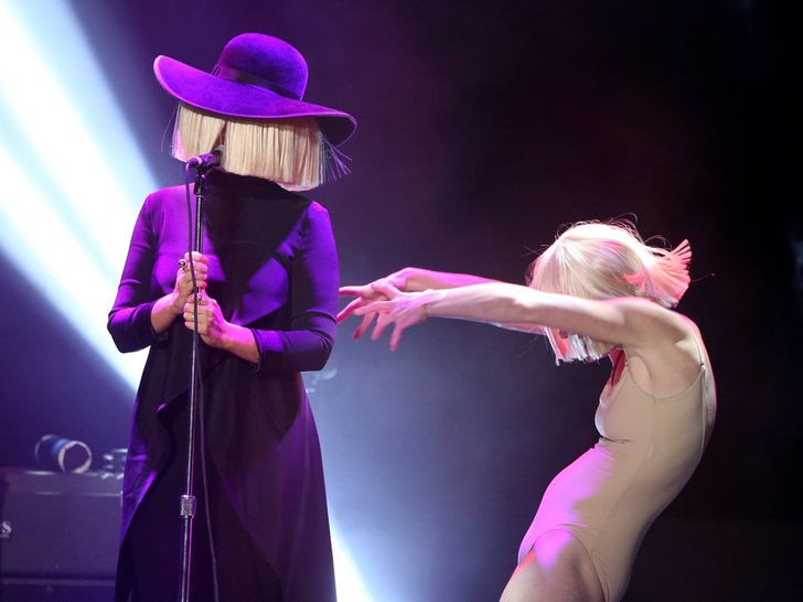 Sia Performance Photos