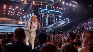 Kesha -- Wins Over Crowd ... At Billboard Music Awards