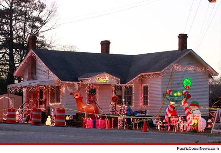 Redneck Christmas.Honey Boo Boo S House Caution Redneck Xmas In Progress
