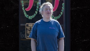 Mama June Has a Rough Looking Lunch Date with BF Geno