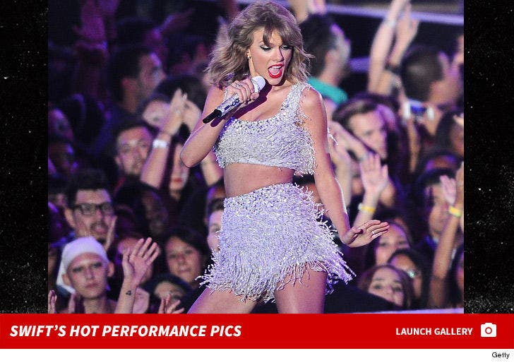 Taylor Swift's Performance Pics