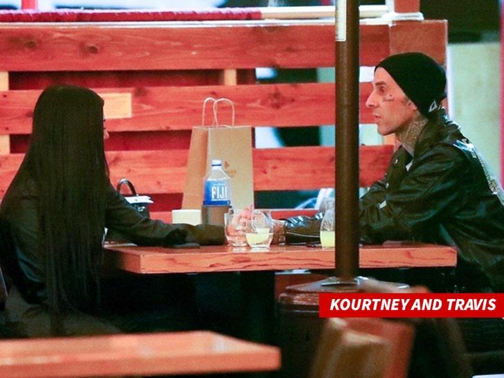 Шанна Моаклер не готова к двойному свиданию с Трэвисом Баркером, Кортни
