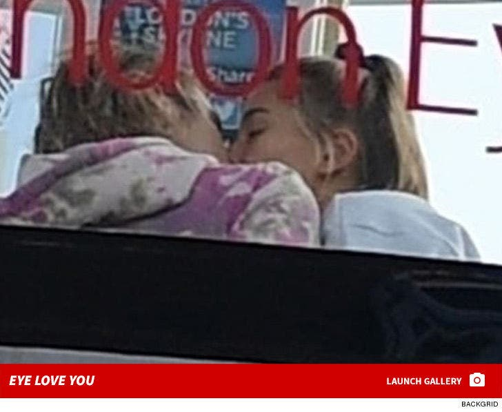 Justin Bieber and Hailey Baldwin Kissing on the London Eye