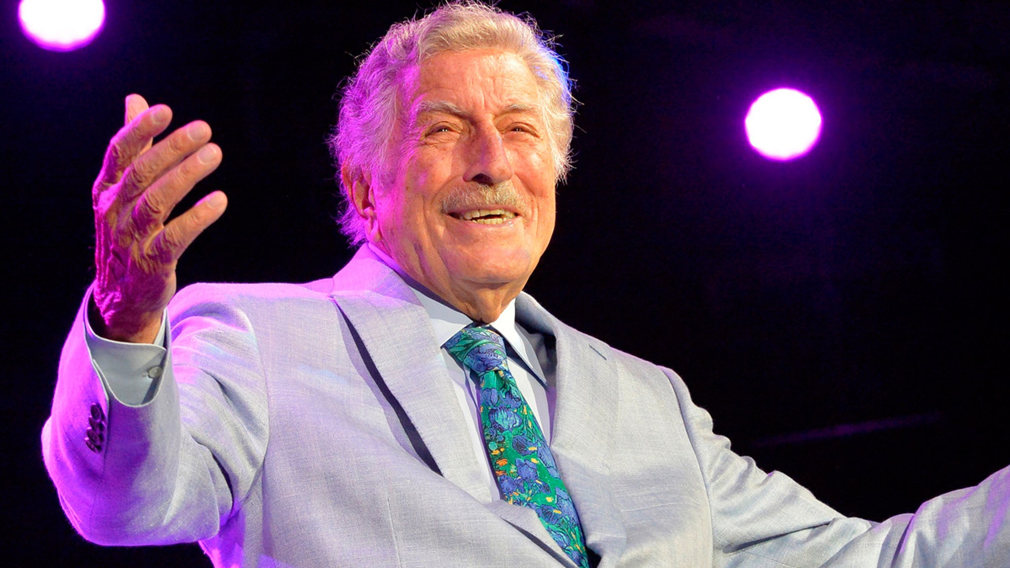 Tony Bennett Retires From Live Music Due To Health Issues thumbnail