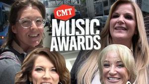CMT Awards' Surprise Female Ensemble with Martina McBride, Trisha Yearwood