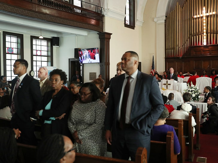 Congregants turn their backs on Bloomberg as he speaks at Alabama church
