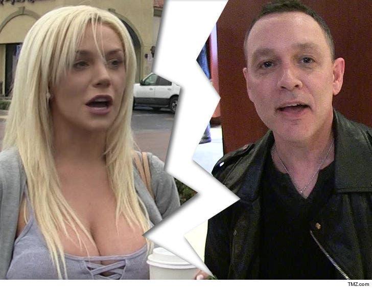 Courtney Stodden Doug Hutchison Finalize Divorce He Gets The Dog