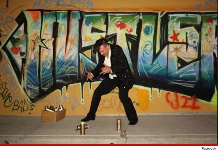 David Arquette Picks Spray Paintin Over Strippers