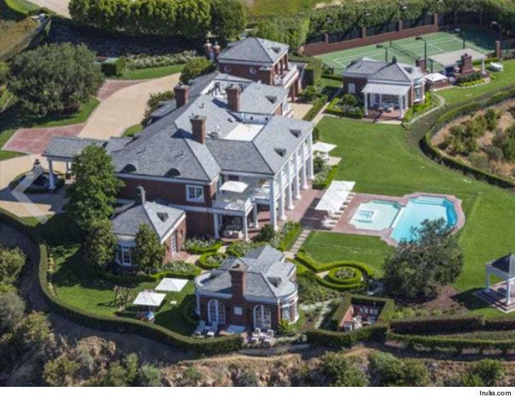 Wayne Gretzky Buys Back Famous Mansion He Sold to Lenny Dykstra