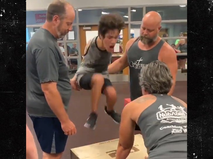 15-Year-Old with No Arms Makes Incredible Box Jump