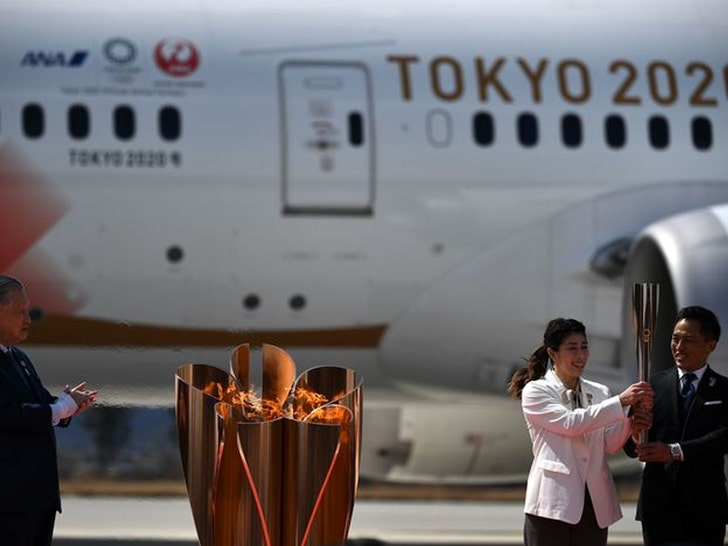 Olympic Torch Touches Down In Japan, Huge Crowd Cheers - EpicNews