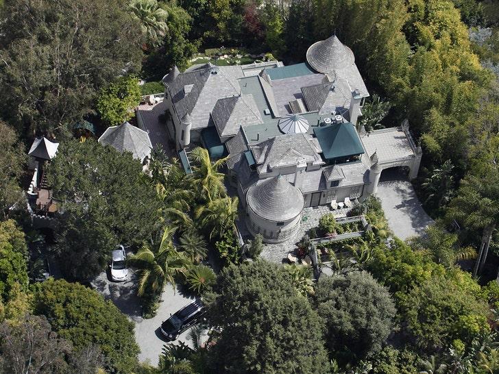 Дом Джонни Деппа на Голливудских холмах пострадал от предполагаемого грабителя