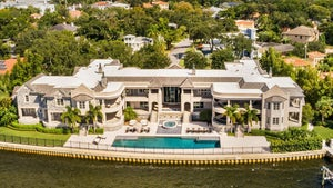 Derek Jeter Selling Tampa Mansion After Renting It to Tom Brady, $29 Mil!