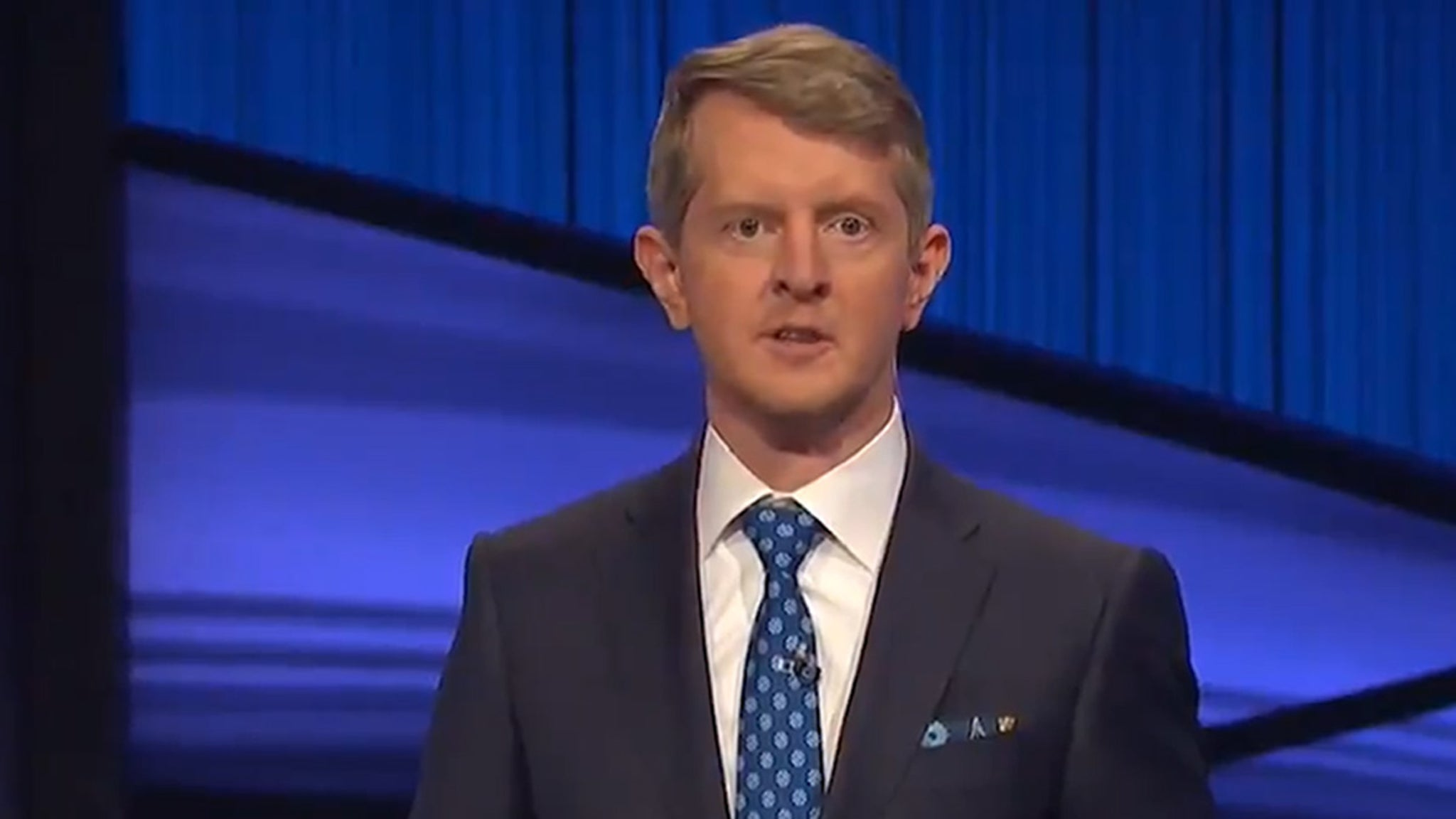 Ken Jennings Pays Tribute to Alex Trebek in First Episode Guest Hosting – TMZ