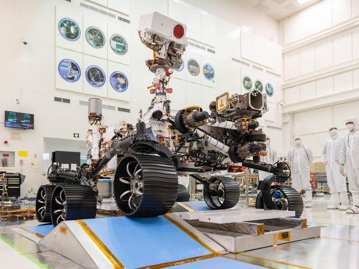 Марсоход «Настойчивость» НАСА приземлился, отправив первое изображение