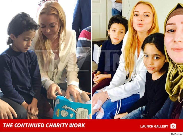 Lindsay Lohan Continues Charity With Injured Finger