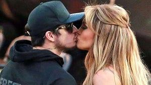 Jennifer Lopez and Casper Smart -- Back To Bangin' ... Sealed With A Kiss