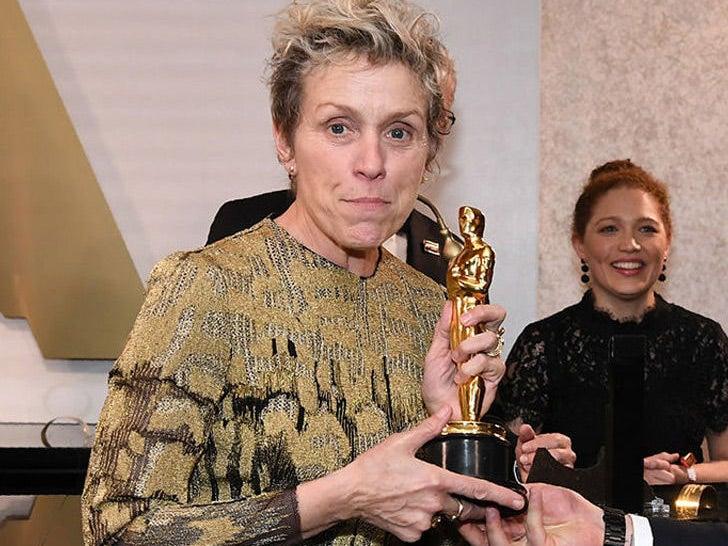 Frances McDormand with her Oscar