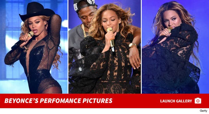 Beyonce Performance Photos
