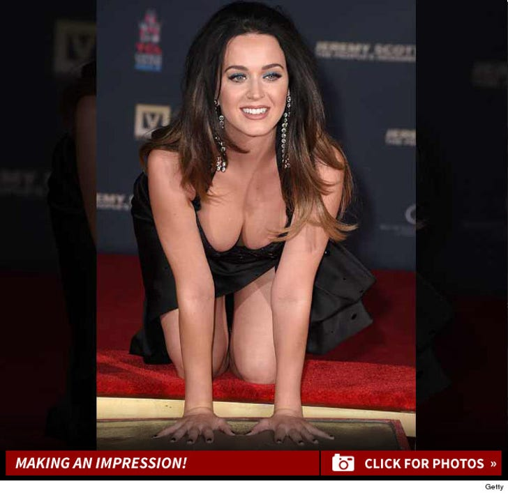 Katy Perry Makes an Impression at Hand Print Ceremony