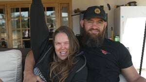 Ronda Rousey 4 Months Pregnant, Shows Off Baby Bump!