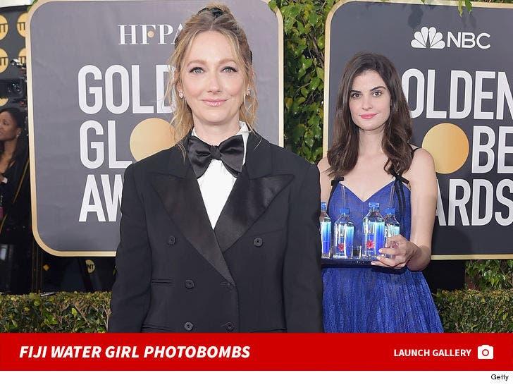 Fiji Water Girl Photobombs At Golden Globes 2019