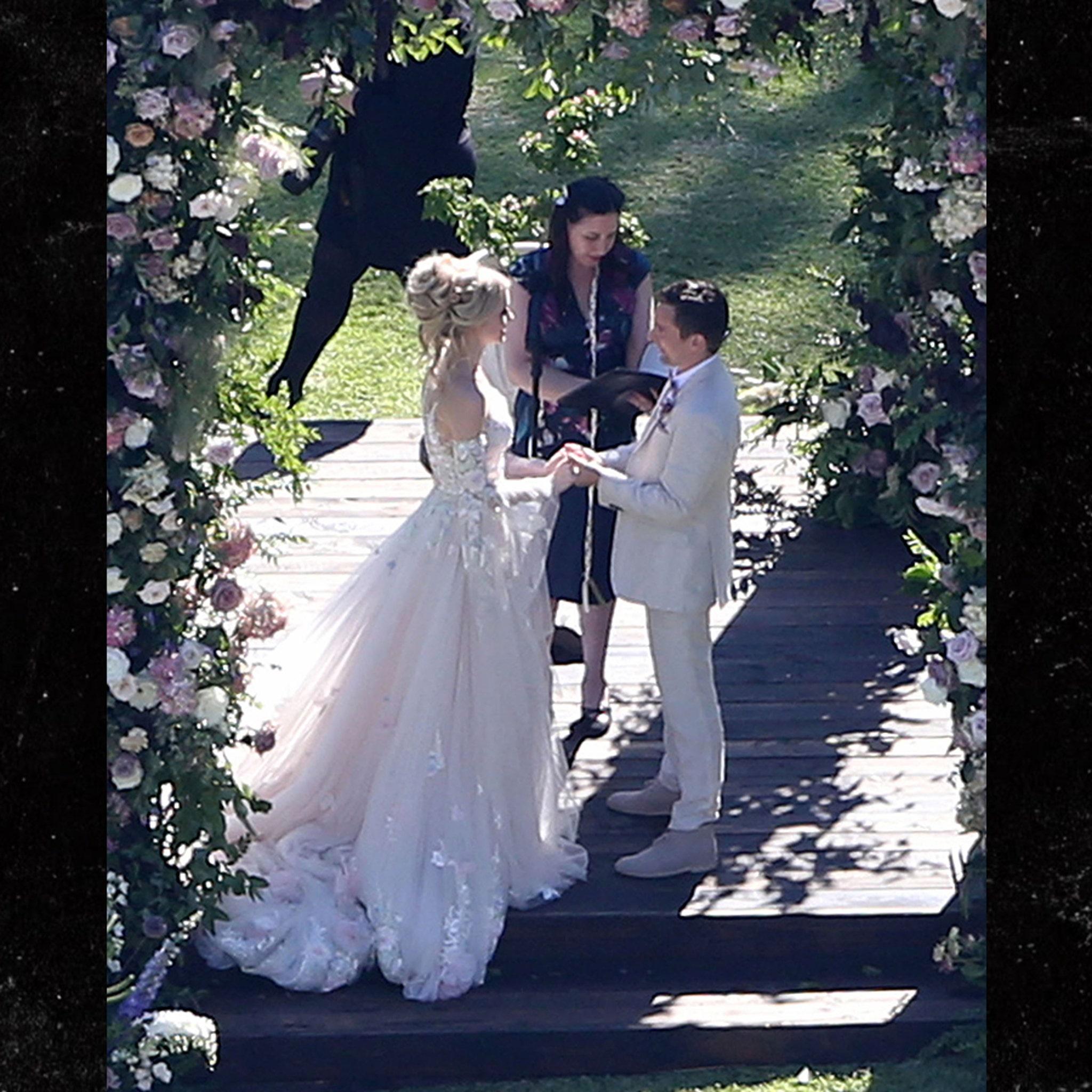 Muse Frontman Matt Bellamy Marries Girlfriend Elle Evans