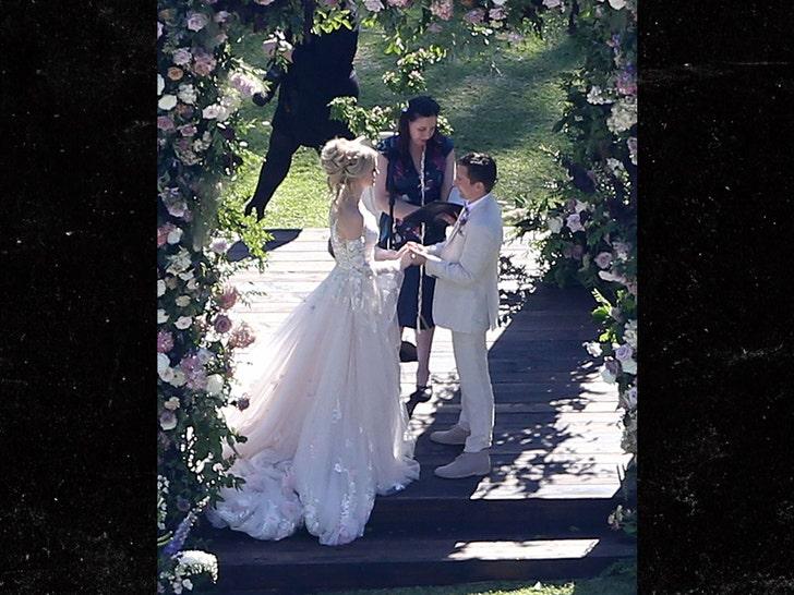 Muse Singer Matt Bellamy & Model Elle Evans Tie the Knot!