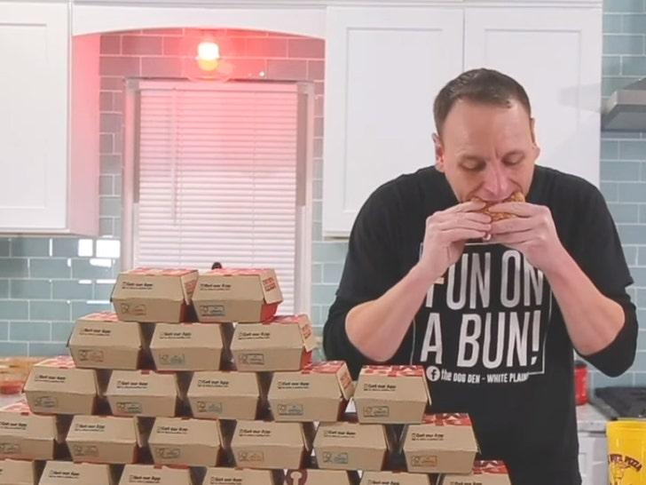 Competitive eater demolishes 32 Big Macs